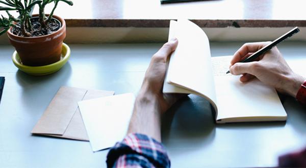 نوشتههای وبلاگ شما خستهکننده هستند: ۹ نکته برای جذابتر کردن نوشته شما